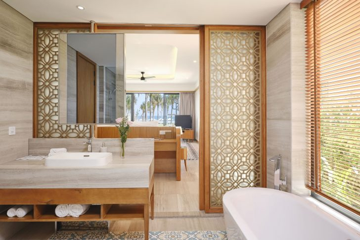 NOA SIGNATURE BATHROOM